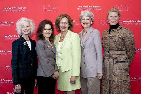 Barbara Pearlman with group at symposium.