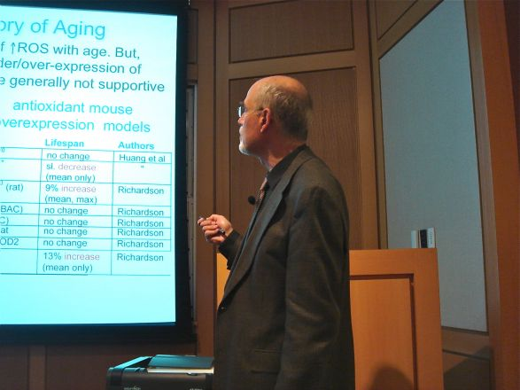 "Dr. Peter Rabinovitch presented his seminar titled: ""Mitochondria and Oxidative Stress in Cardiac Aging, Hypertrophy and Failure"" on December 18, 2012."